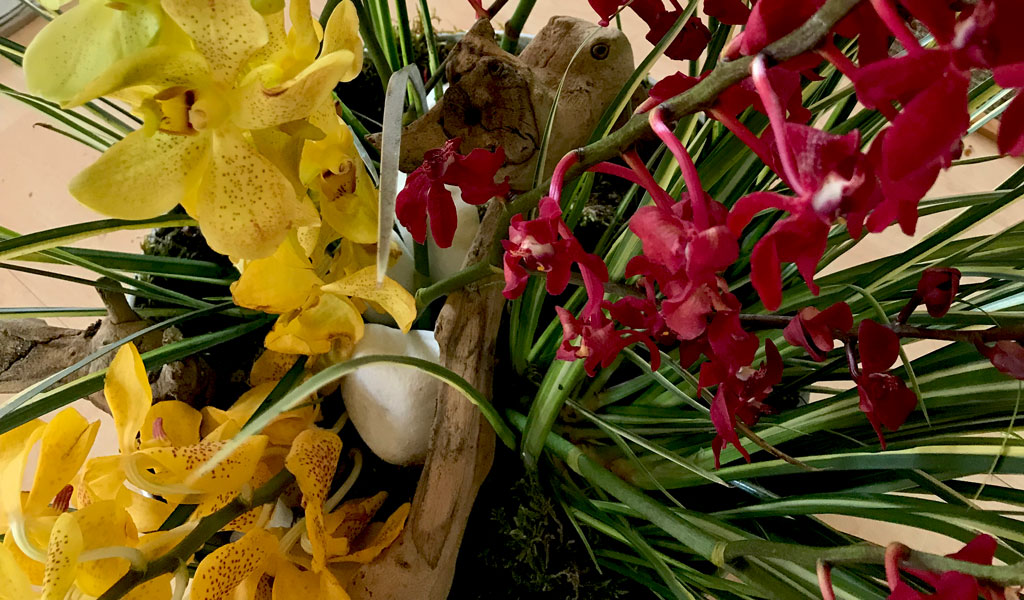 details-bouquet-red-and-yellow- orchid afv