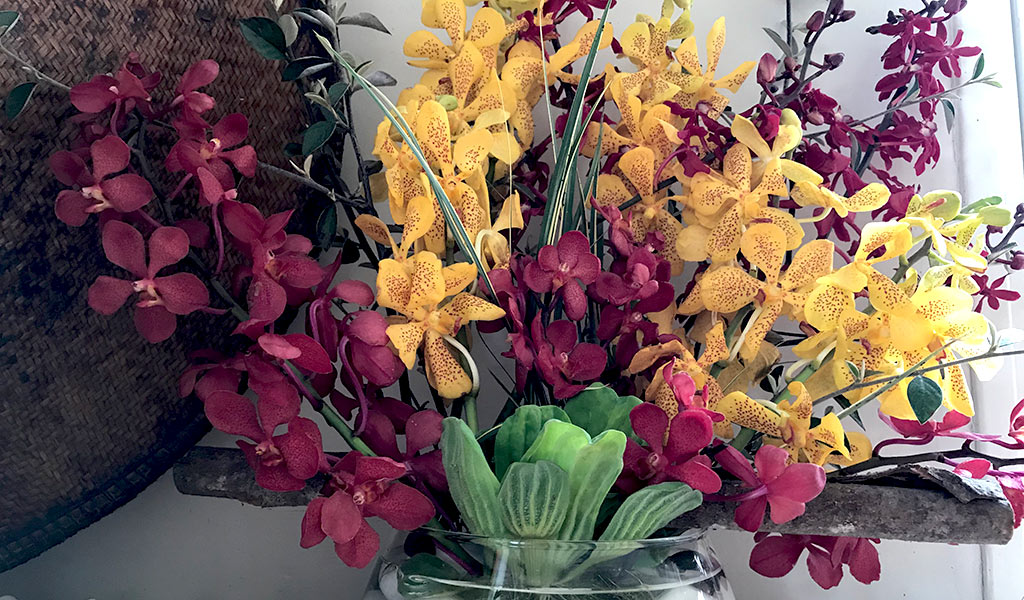 bouquet-red-yellow orchid afv